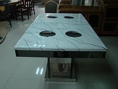 新款电磁炉火锅桌哪里有供应:方形火锅桌代理