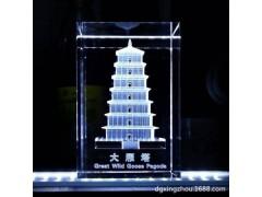 高端办公水晶内雕工艺制品 白水晶塔型雕刻 玻璃激光雕礼物定做